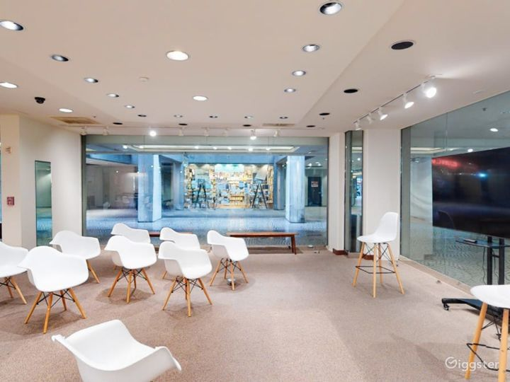 Gorgeous Downtown Modern Event Space Photo 3