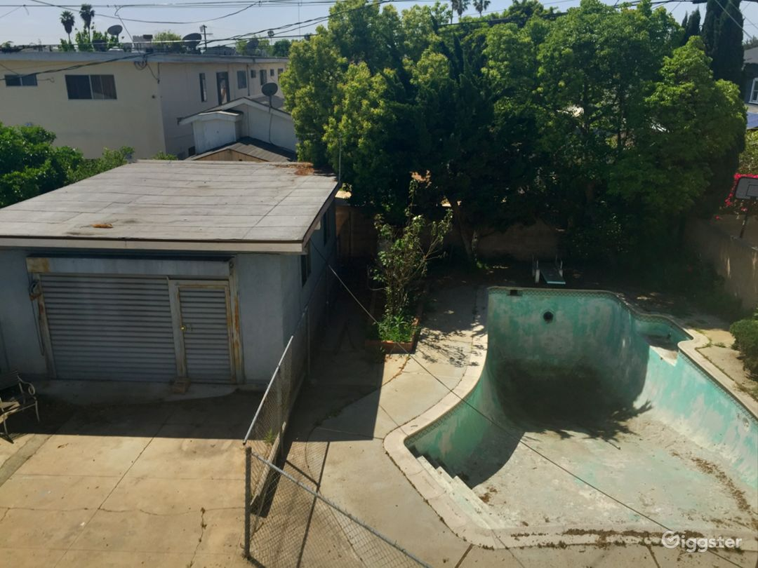 Empty swimming pool in Mid City Los Angeles Photo 3