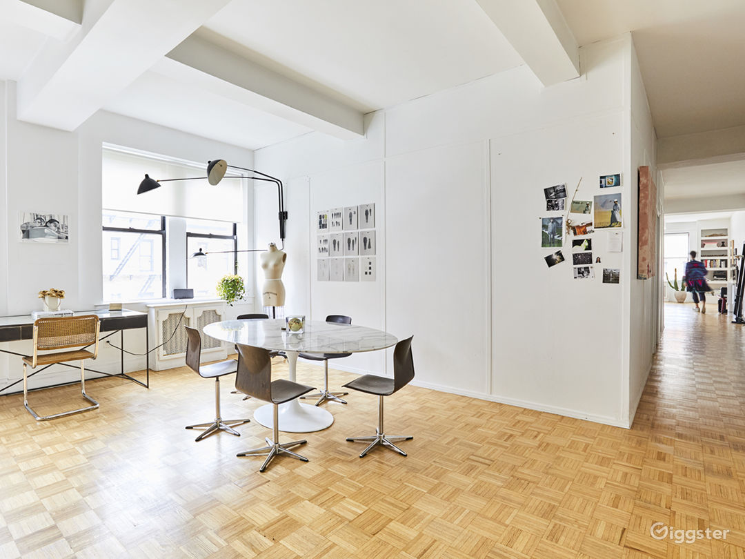 Sun-drenched East Village apartment Photo 5