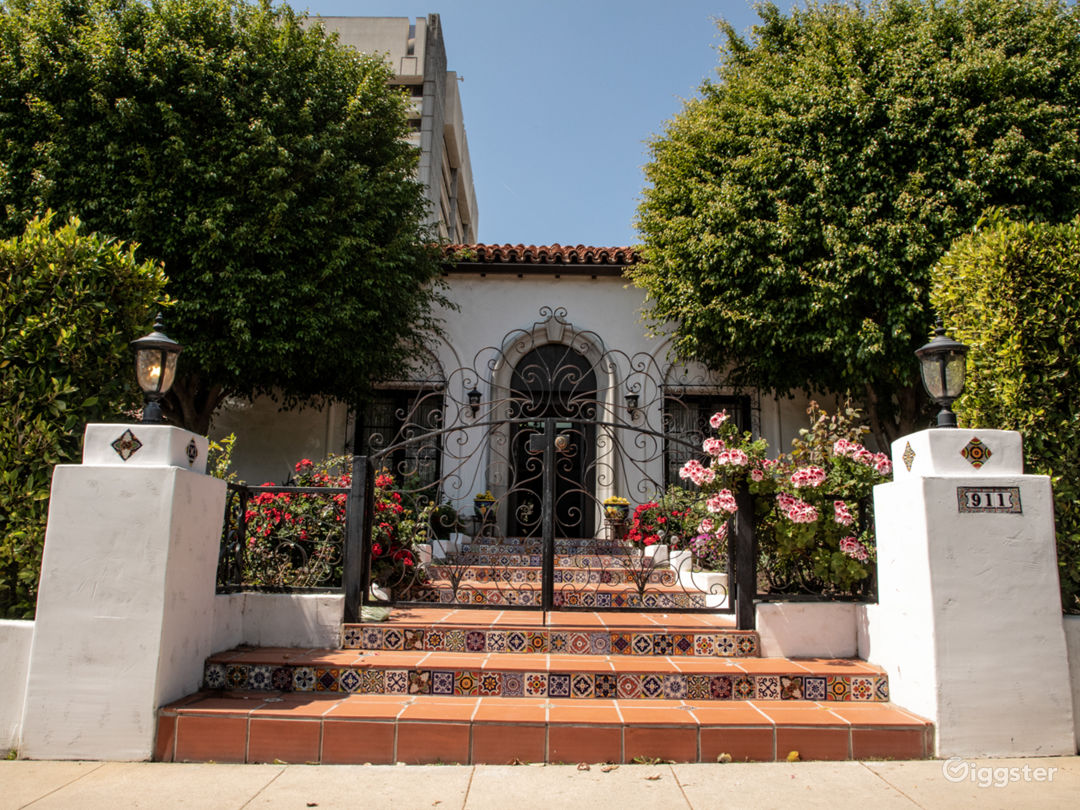 Lavish Mansion on Malcolm Ave Photo 2
