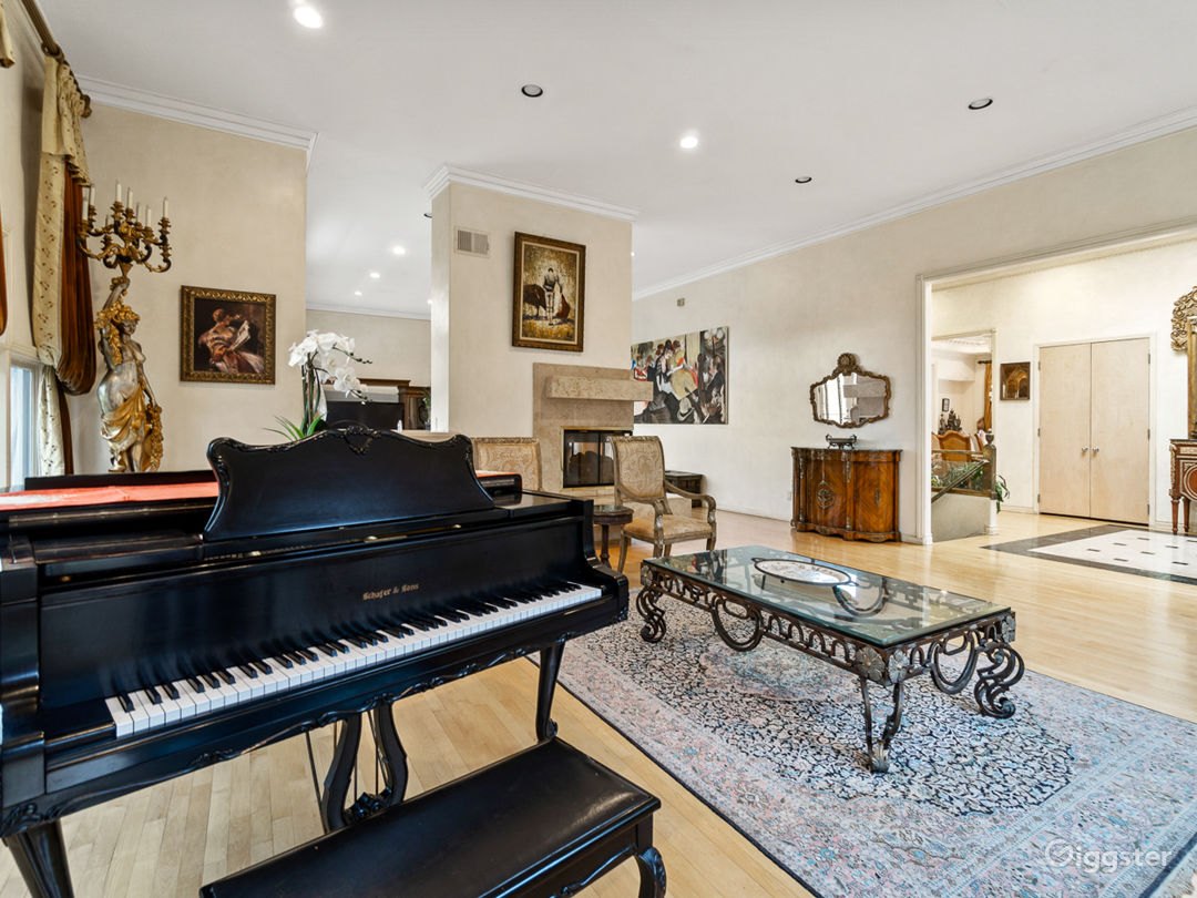 5,000 sqft Oasis in the Heart of Hollywood hills Photo 4