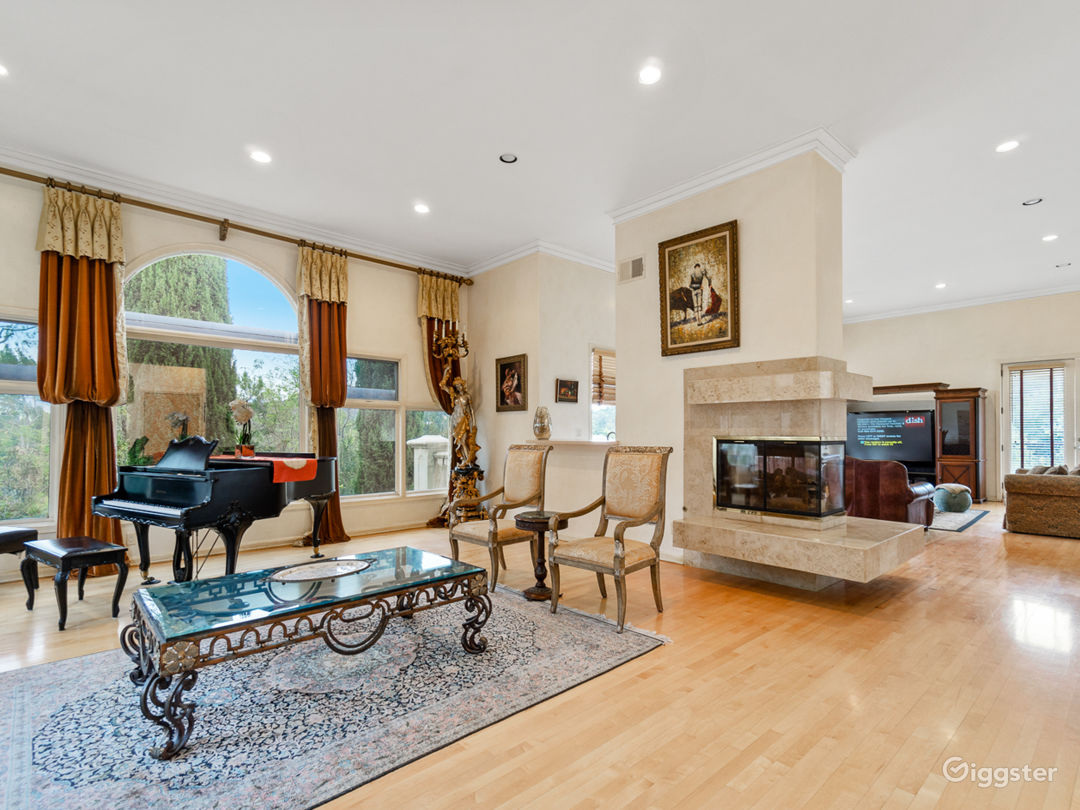 5,000 sqft Oasis in the Heart of Hollywood hills Photo 2