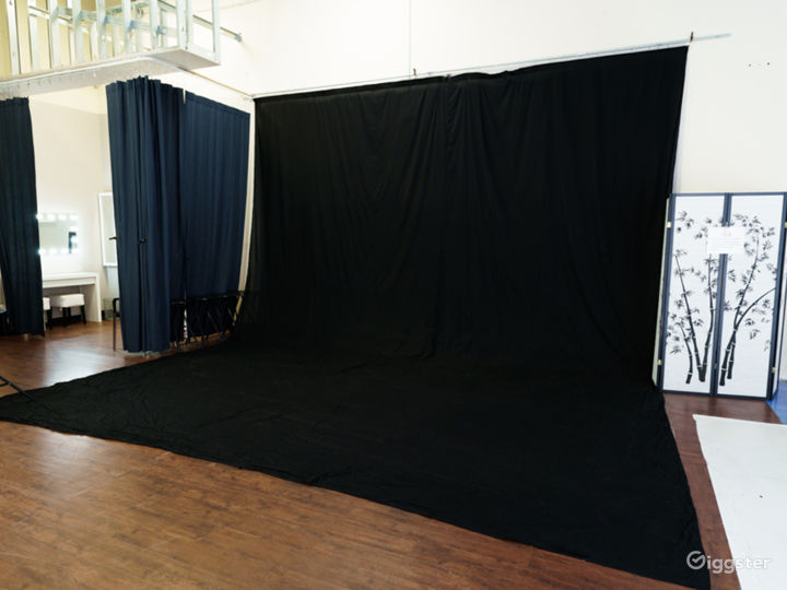 Photo and Video studio with lights and cyc wall Photo 3