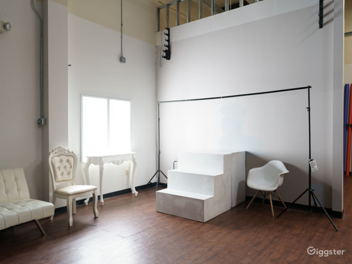 Photo and Video studio with lights and cyc wall Photo 2