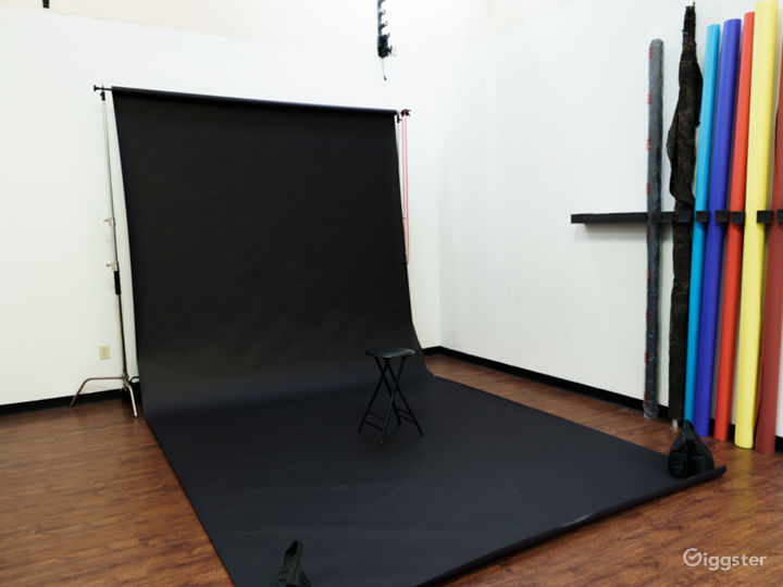 Photo and Video studio with lights and cyc wall Photo 4