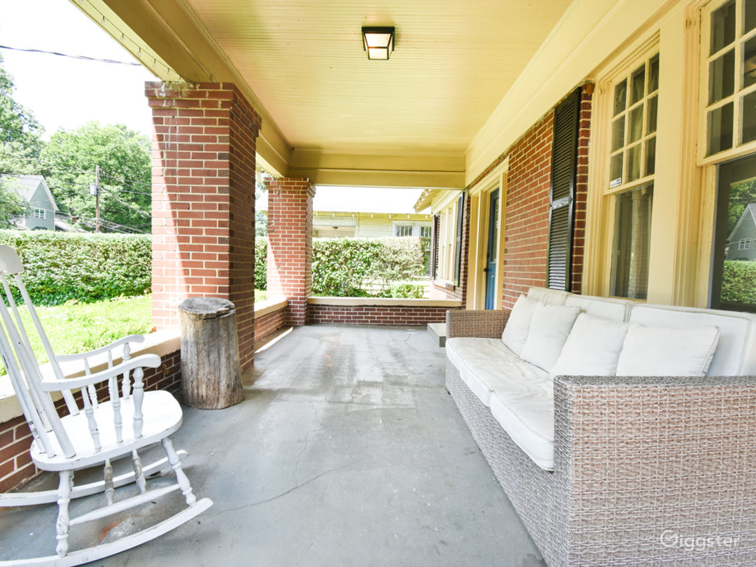 Charming Renovated 1930s Bungalow  Photo 4