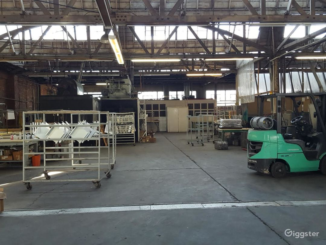 Spacious Warehouse/office/ and private parking. Photo 1
