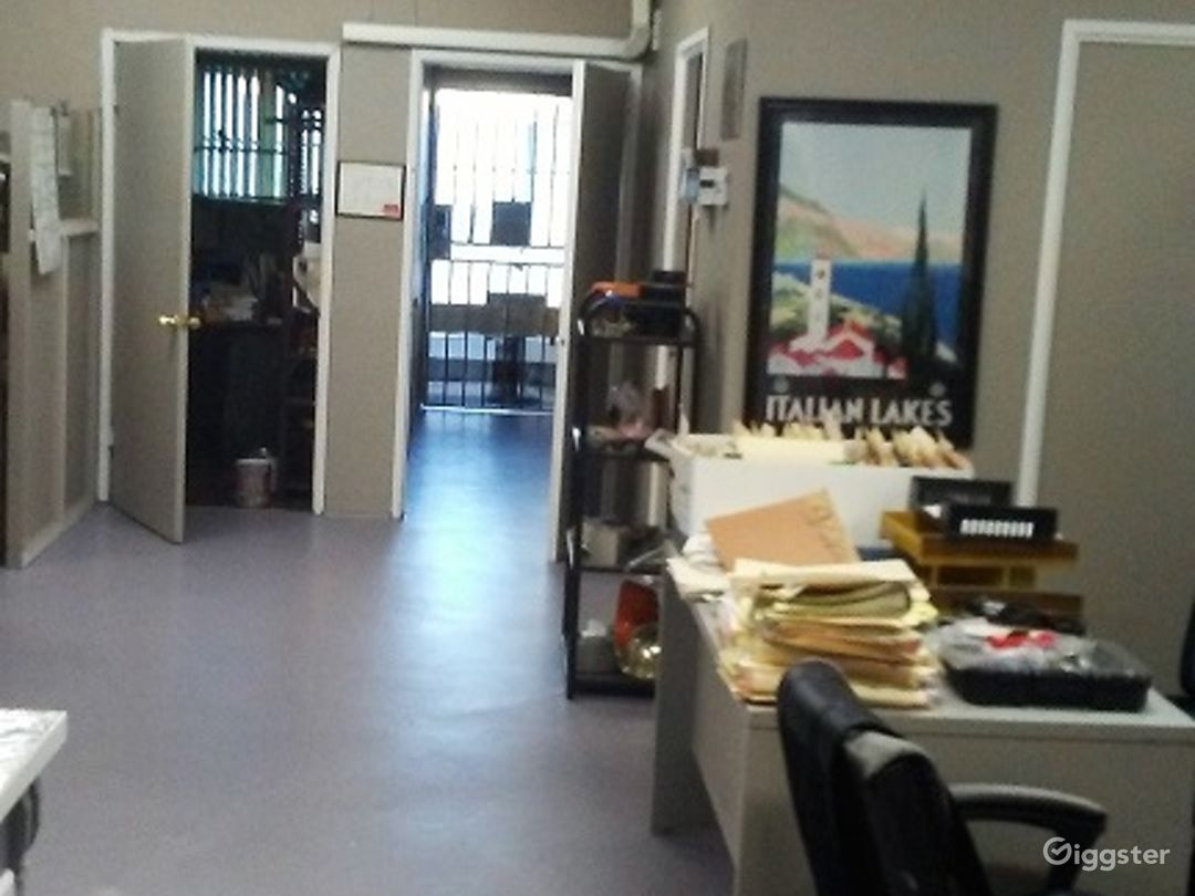 Spacious Warehouse/office/ and private parking. Photo 5