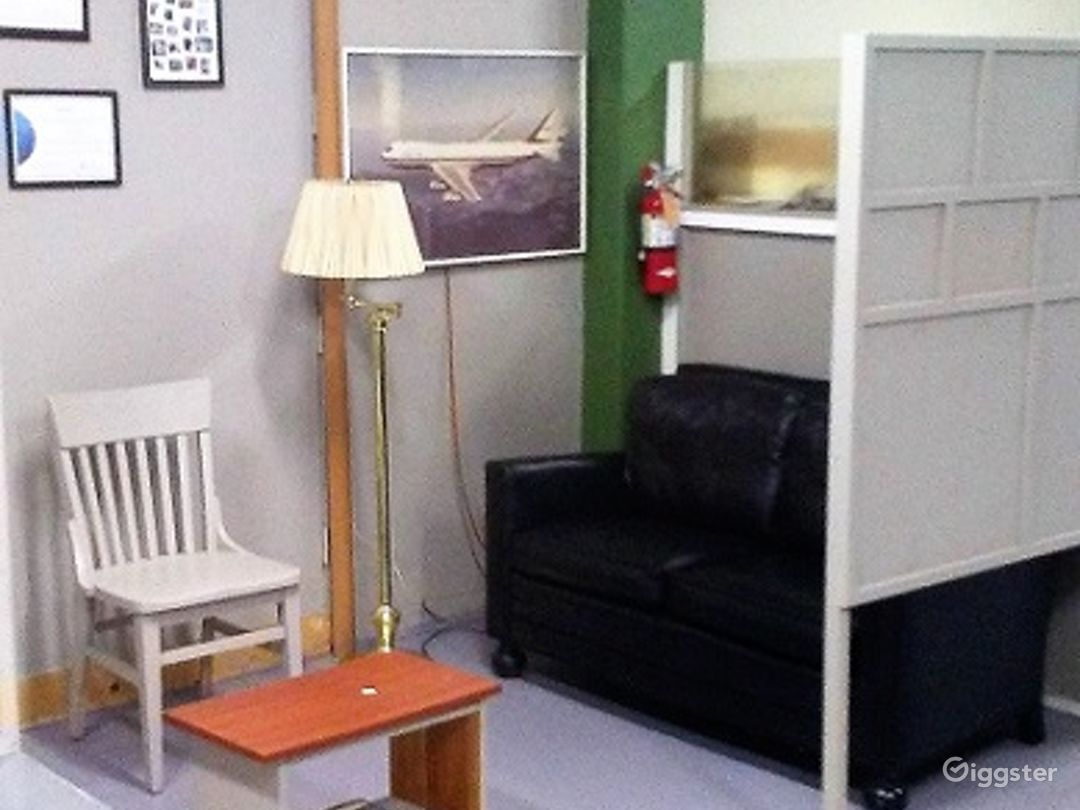 Spacious Warehouse/office/ and private parking. Photo 4