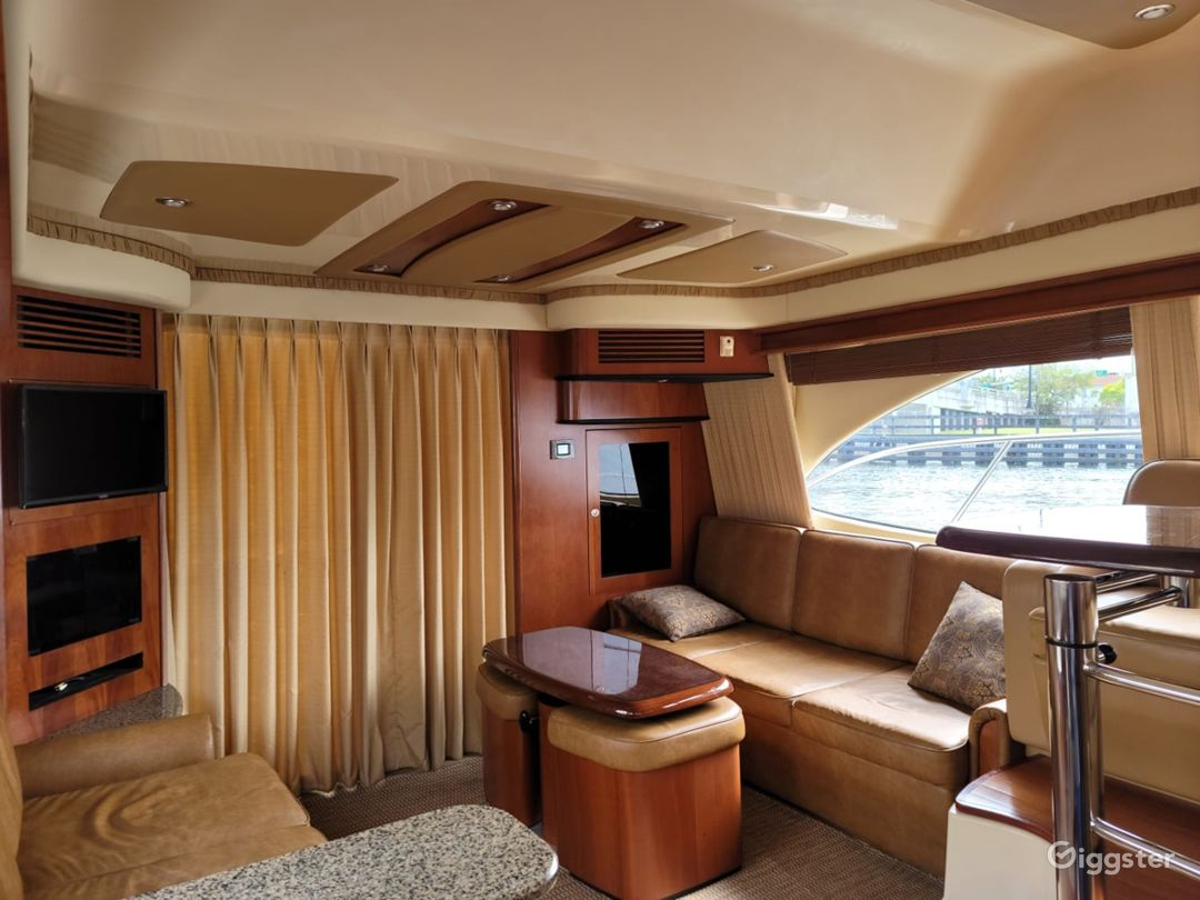 Exceptional 45FT SEA RAY FLYBRIDGE Party Yacht Space Events Photo 1