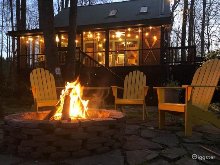 Serene Riverside Cabin Photo 2