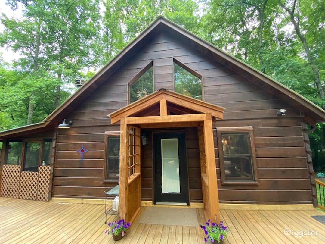 Serene Riverside Cabin Photo 1