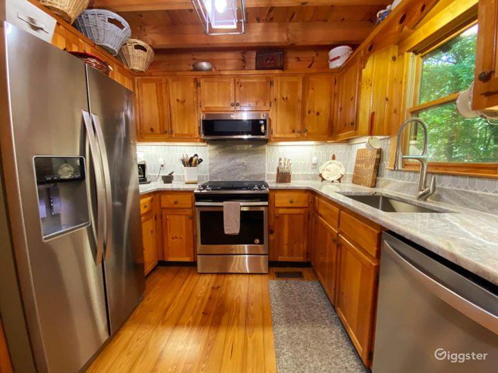 Serene Riverside Cabin Photo 3