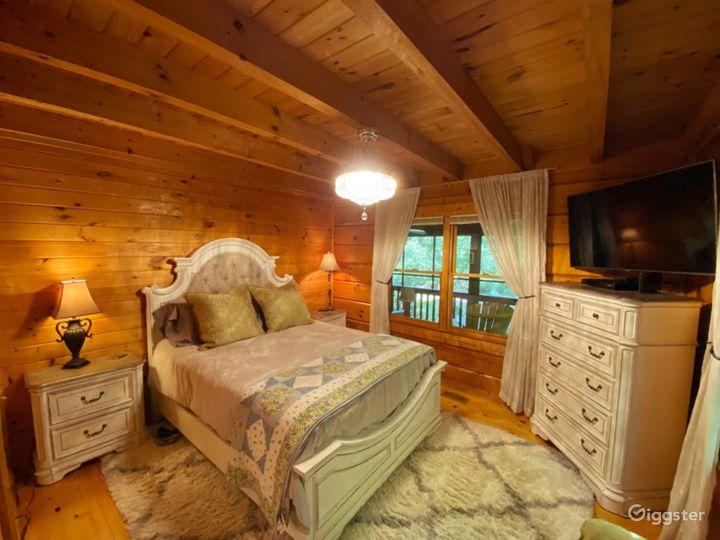 Serene Riverside Cabin Photo 5