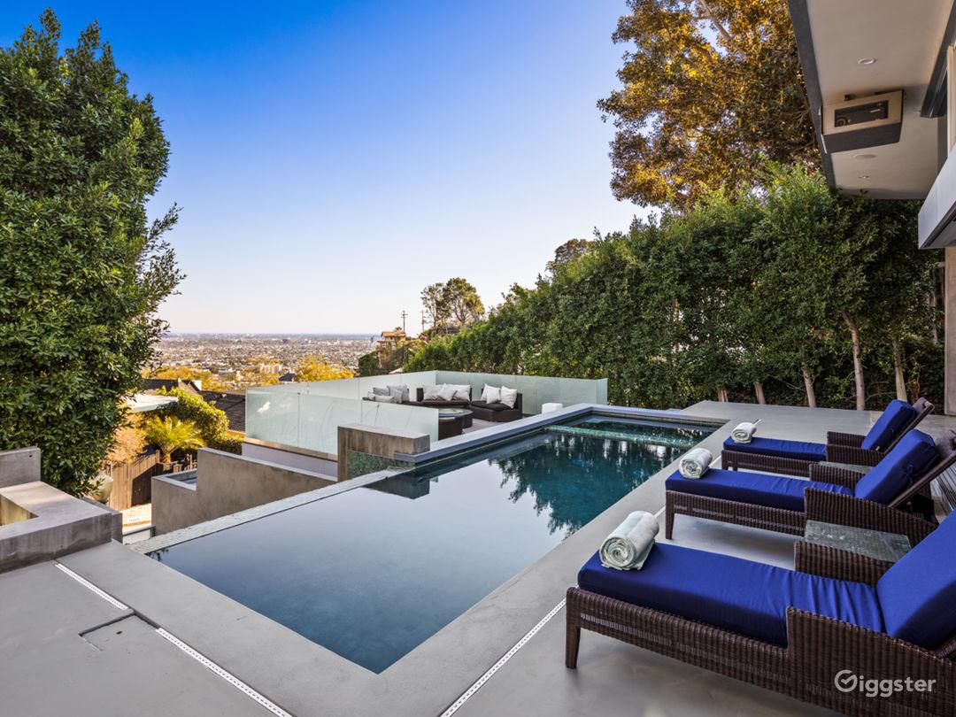 Modern Luxury W Pool, Waterfall Steps, Large Table Photo 4