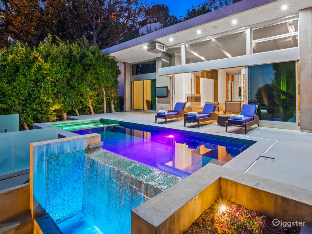 Modern Luxury W Pool, Waterfall Steps, Large Table Photo 1