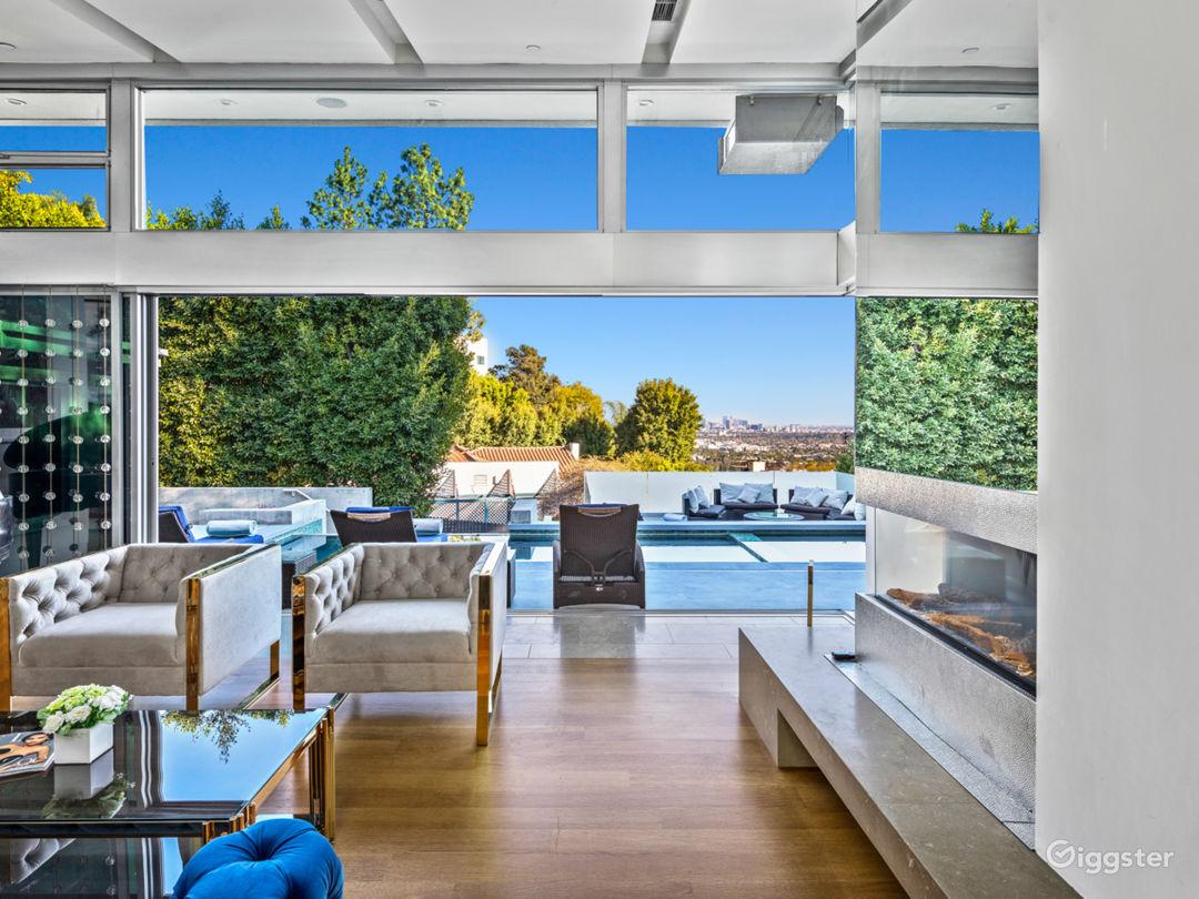 Modern Luxury W Pool, Waterfall Steps, Large Table Photo 5