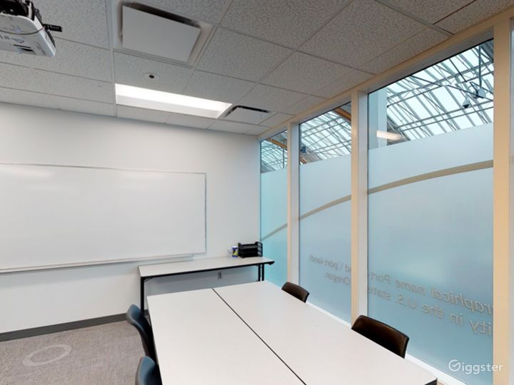Comfortable & Well-equipped Classroom in Portland Photo 4