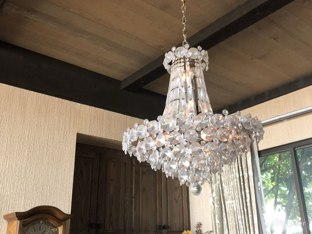 Dining room area, chandelier accent
