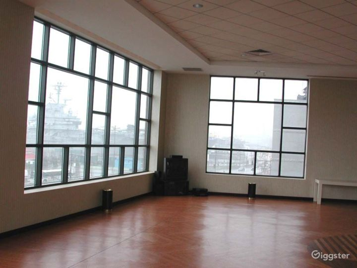 Large light, open event space: Location 4211 Photo 4
