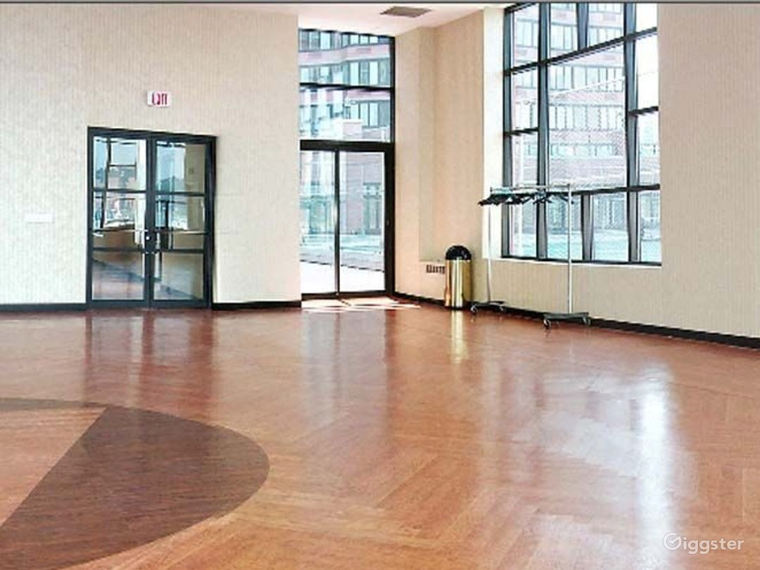 Large light, open event space: Location 4211 Photo 1