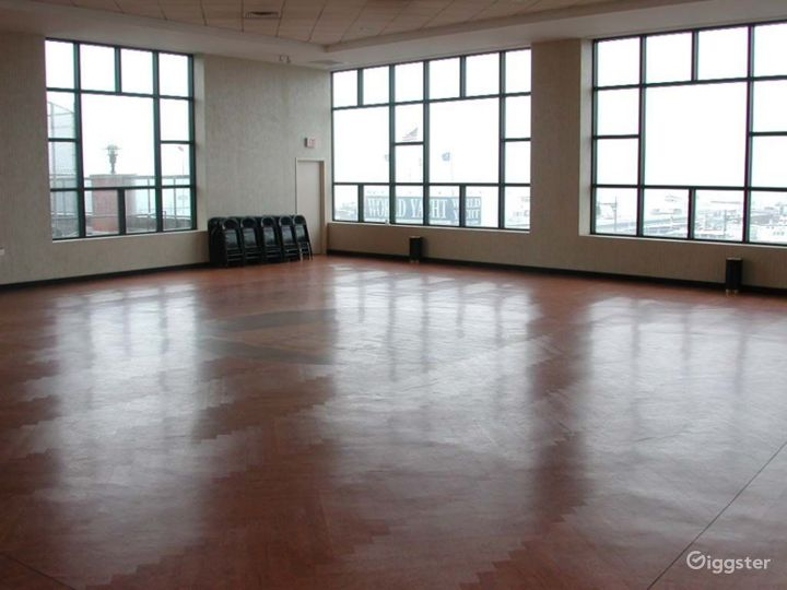 Large light, open event space: Location 4211 Photo 3
