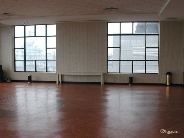 Large light, open event space: Location 4211 Photo 5