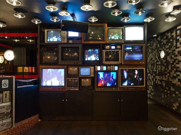 Cozy Bar Area in LA Photo 2