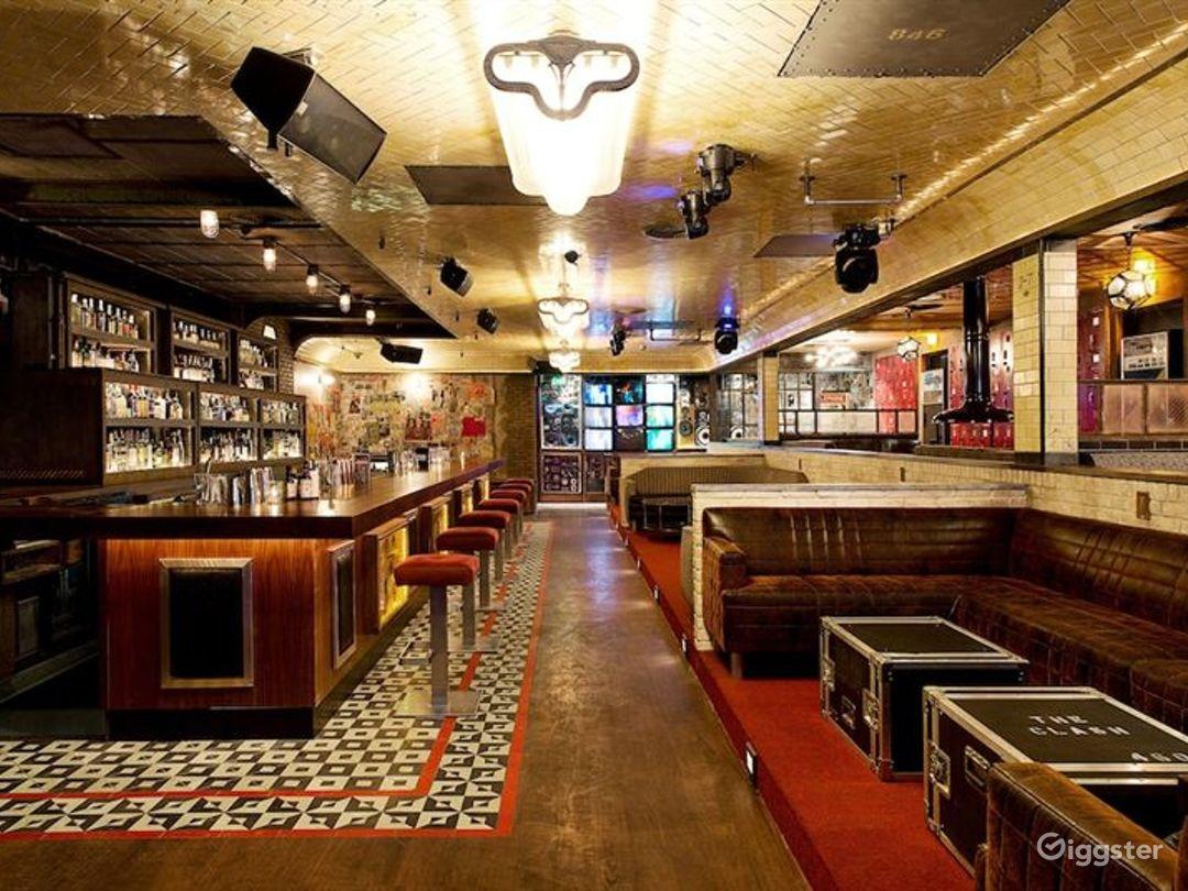 Cozy Bar Area in LA Photo 1