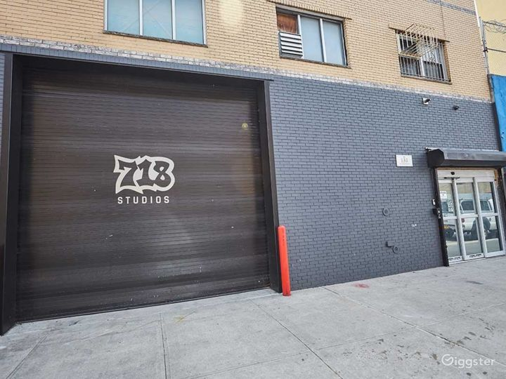 Astonishing Drive in Studio in New York Photo 2