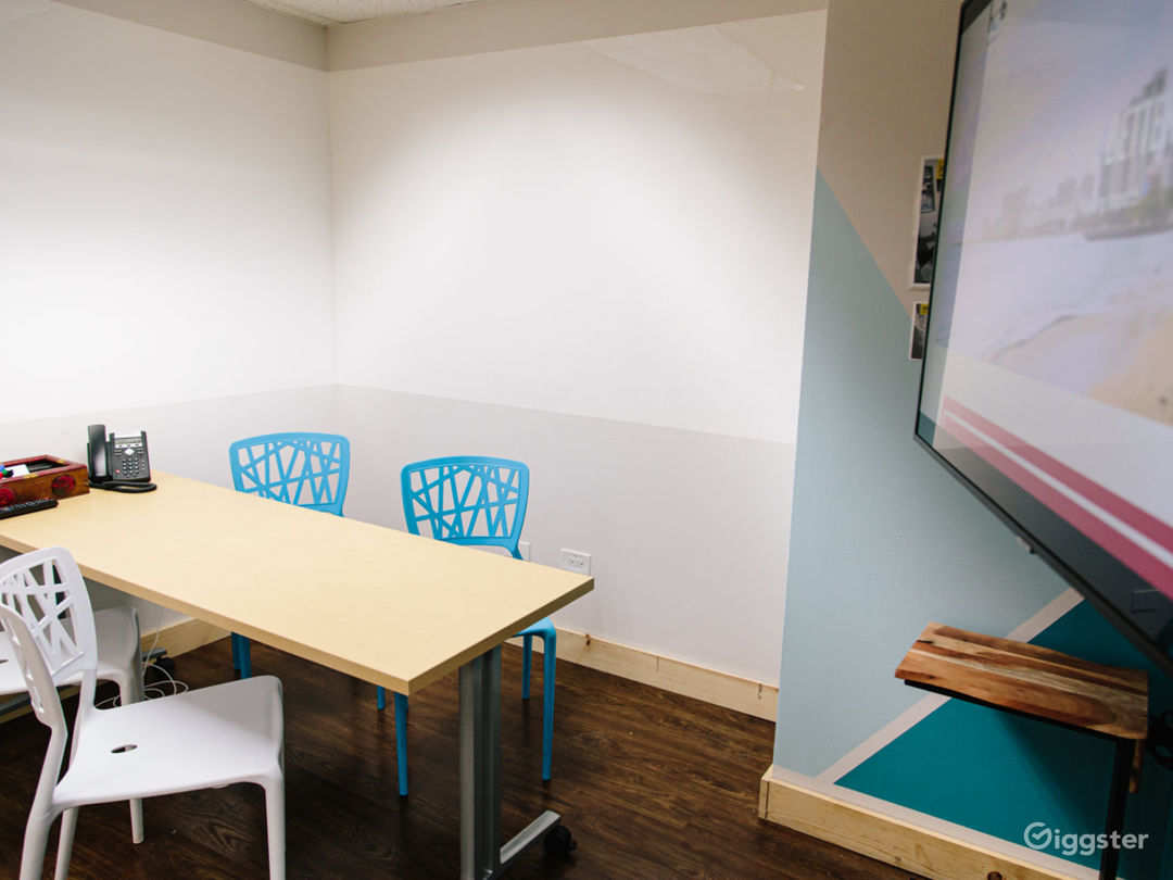 Entry Meeting Room Photo 1