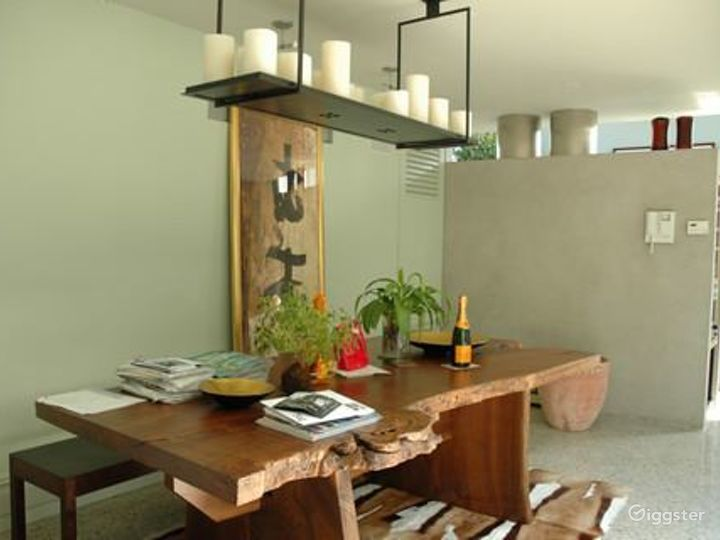 Contemporary duplex apartment: Location 4070 Photo 2