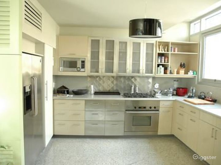 Contemporary duplex apartment: Location 4070 Photo 4