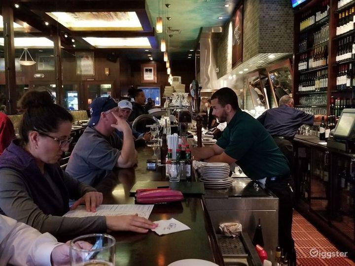 Fine Wine & Dine - Indoor Restaurant Photo 2