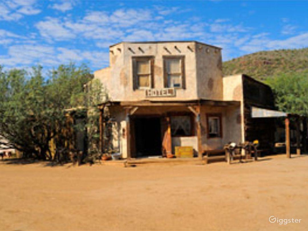 Wild West Hotel Photo 1