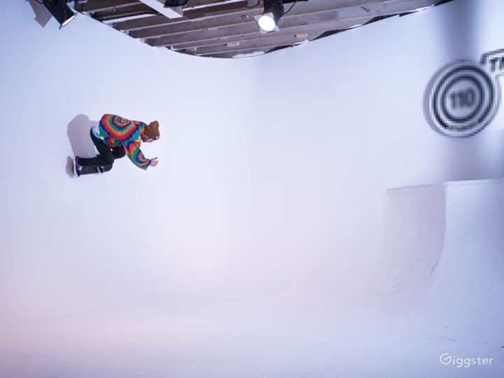 Production Film Studio// Skateable cyc! Photo 5