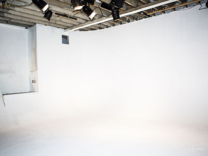 Production Film Studio// Skateable cyc! Photo 4