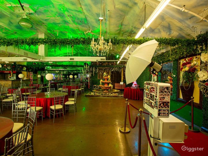 Spacious Venue with Technological Capabilities Photo 4