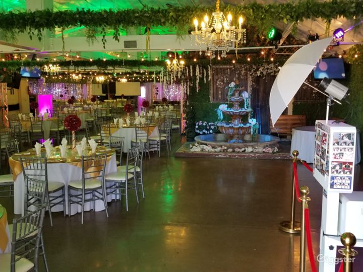 Spacious Venue with Technological Capabilities Photo 3