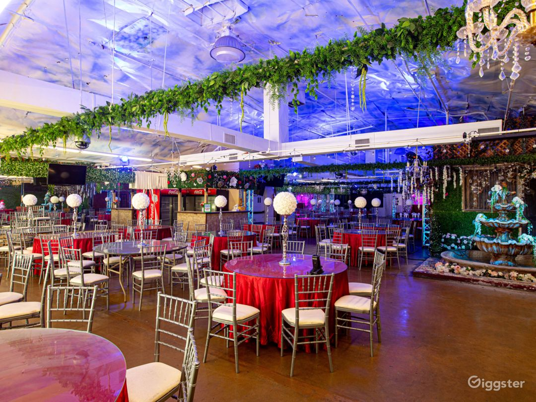 Spacious Venue with Technological Capabilities Photo 1