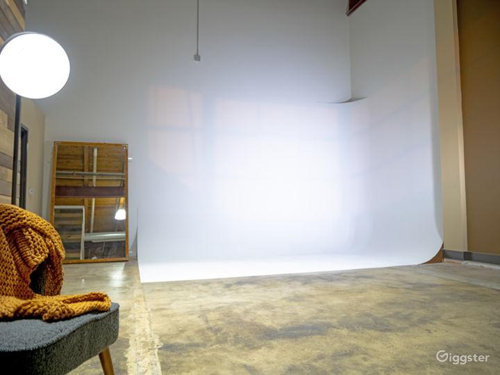 Modern ATL Studio  Photo 4