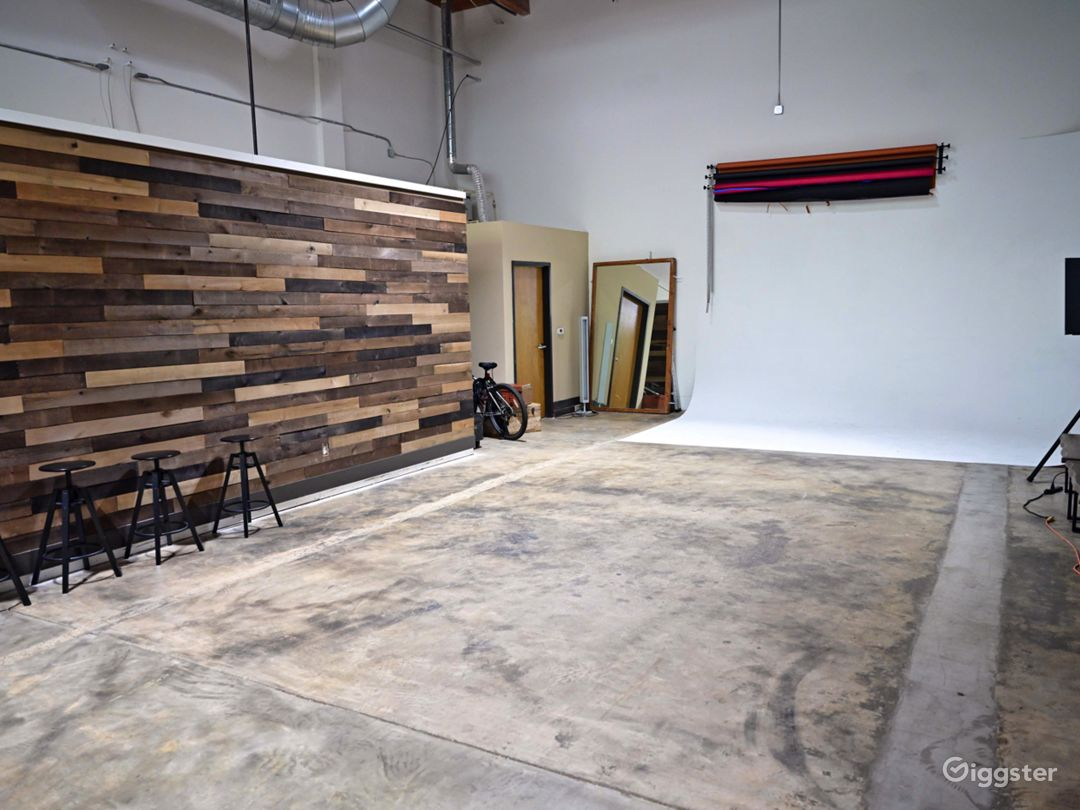Modern ATL Studio  Photo 1