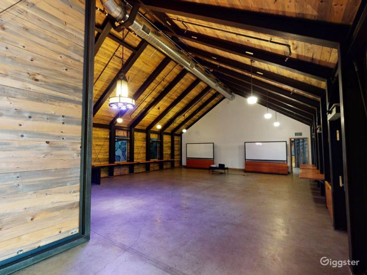 Spacious Indoor Barn with high ceiling
