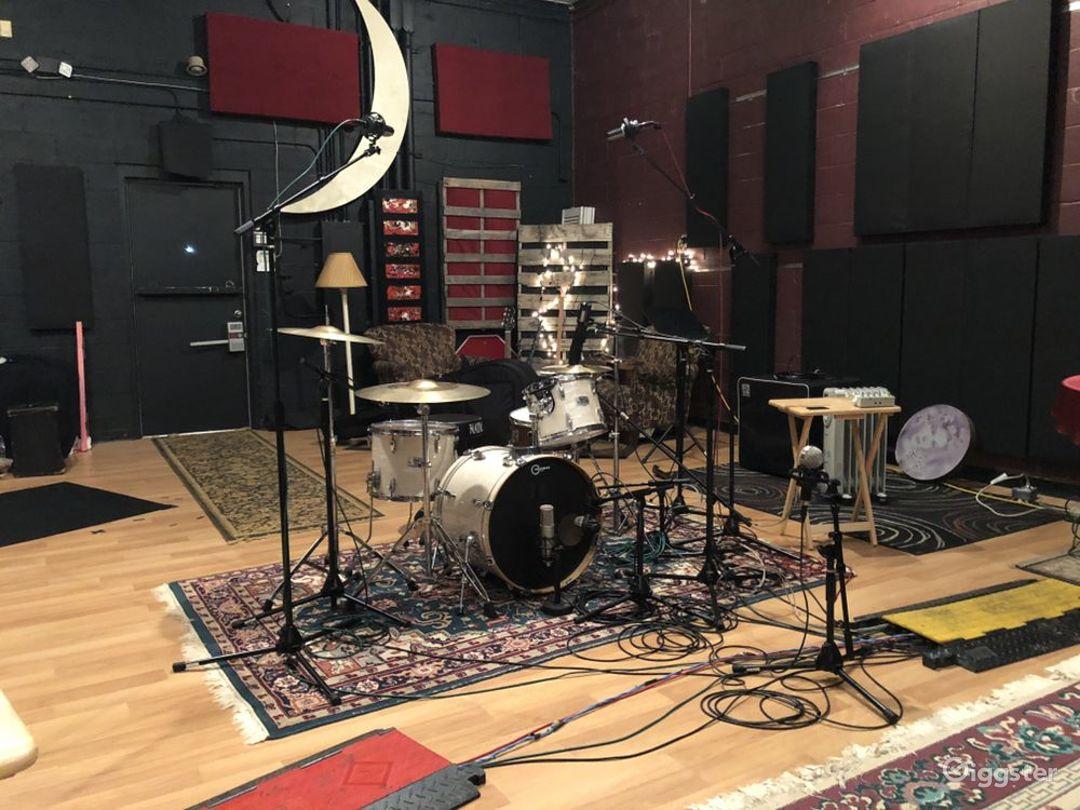 Spacious Studio in Nashville Photo 1