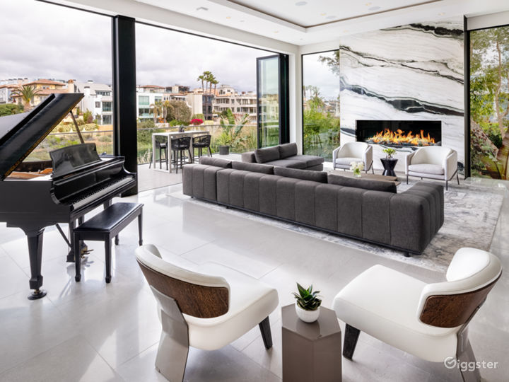 Luxury, Modern, Beach and Canal Home in Venice Photo 3