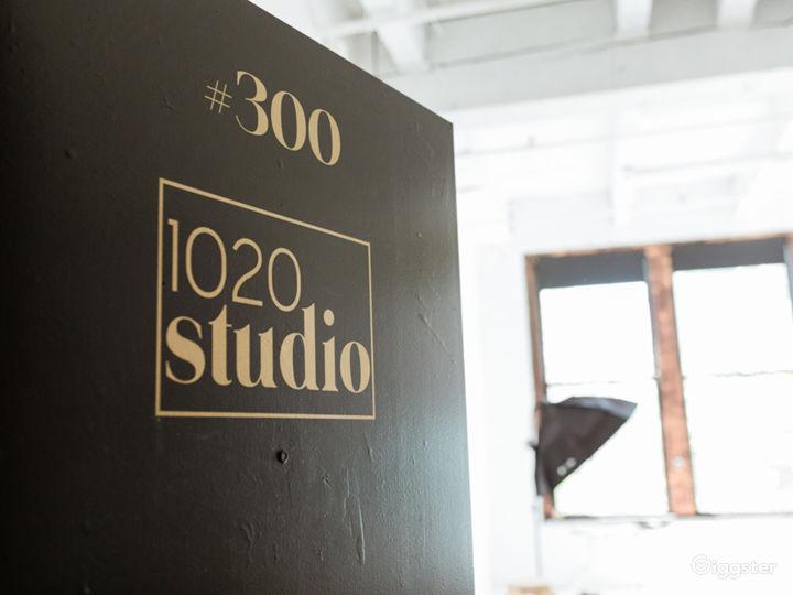 Bright White Natural Light Studio in SODO Photo 2