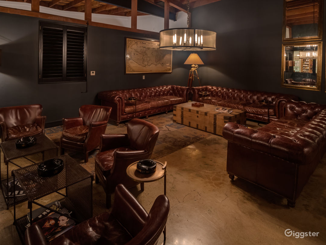 Exclusive Luxurious Private Members Cigar Lounge Photo 5