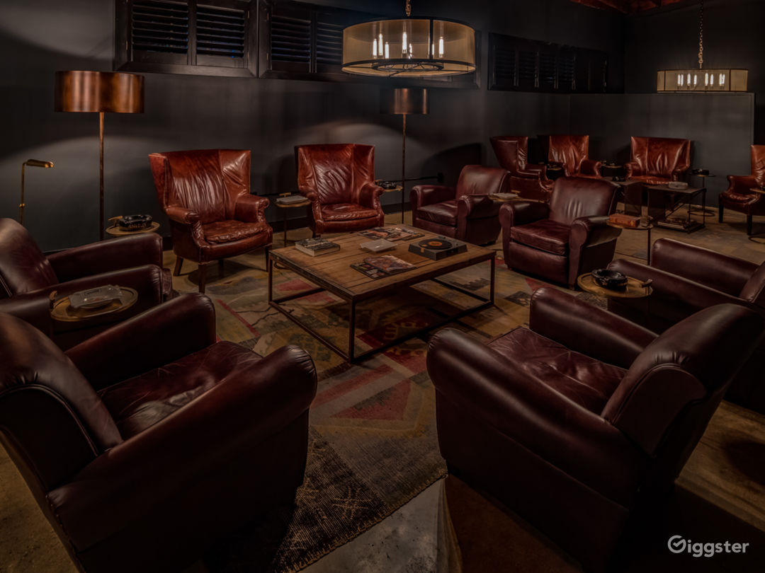 Exclusive Luxurious Private Members Cigar Lounge Photo 4