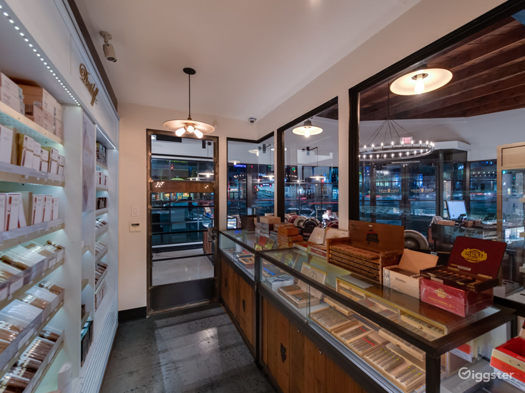 Exclusive Luxurious Private Members Cigar Lounge Photo 3