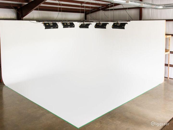 Cyc–Wall Studio in Driftwood Photo 3